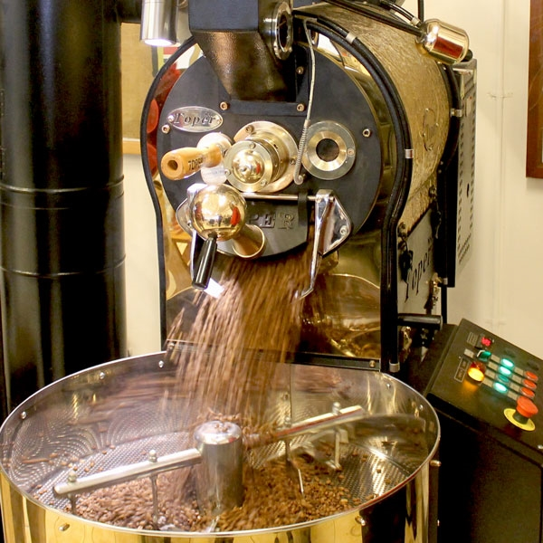 Methods for cooling roasted coffee beans and their effects